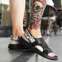 yeni platform flip flop'ları toptan satış-Yeni Yaz Ayakkabı Erkekler Moda Platformu Ayakkabı 2019 Açık Işık Örgü Çevirme Yüksek Kaliteli Anti-Kaygan Terlik Plaj Sandalet