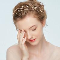 diadema perla coreana blanco al por mayor-2019 Nueva novia de dama de honor Hairbands vestido de boda accesorios para el cabello perla blanca estilo coreano simple diadema hecha a mano