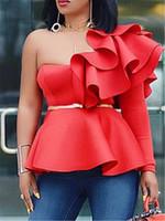 blusas de mujer blancas rojas al por mayor-Blusa de las mujeres Tops Camisas de un hombro Partido delgado Volantes Peplum desgaste atractivo 2019 del verano de las nuevas señoras elegantes Blanco Rojo Bluas