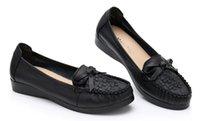 zapatos de tacón bajo bowknot mujeres al por mayor-2019 madre zapatos de mujer en primavera y otoño con nuevo estilo bowknot cabeza redonda de tacón bajo @ 32
