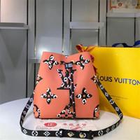 bolso anaranjado del modelo al por mayor-Nuevos bolsos de color naranja L Carta de la cuerda Bolsos Flor Patrón Bolsa Marea monedero para mujer Bolsos de moda Niñas Bolsa de compras de alta calidad 44020