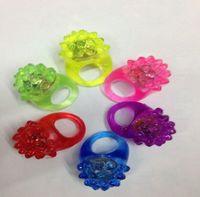 morango claro venda por atacado-liderou o New piscando anel macio anel de luz morango anel fluorescente presente do feriado luz brinquedo luz