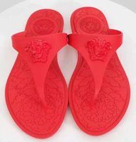 pantoufles plates achat en gros de-Femmes Beach Tongs Nouvel arrivage Top marque de mode de luxe de luxe Seaside Vacation femmes plate douce gelée pantoufles d'été, plus la taille