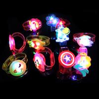 karikatur nachtmarkt großhandel-21CM elektronisches helles Armband heißes Verkaufsspielzeug neues merkwürdiges geführtes Blitzhandgurtkinderspielzeug Blinklichtarmband