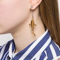 alfileres al por mayor-Nueva AMBUSH 925 Shark Pin Pendiente de oro Diosa Temperamento de moda Eardrop Simple Silver Ear Nail Original caja de regalo