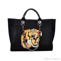 e7cc732143c Crazy2019 otoño e invierno bolso femenino diagonal atractivo bolso de  compras de terciopelo de oro hilo de tigre cabeza bolso tote envío gratis