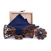 ingrosso cravatta a farfalla-Fazzoletto in legno Set fazzoletto da uomo Plaid Bowtie in legno Scava scavato ritagliato Design floreale e scatola Moda Novità cravatte