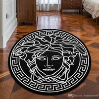 bad slip großhandel-Neue marke logo medusa muster carpet heißer verkauf anti-slip carpet schwarz wohnkultur fußmatte küche bad wohnzimmer bodenmatte hause liefert