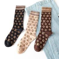 klasik spor stili toptan satış-Kadınlar Klasik Retro Desen Çoraplar Moda Stil Boş Çorap Kaliteli Kız Spor Çorap Kadınlar Skateball Sport Ev Çorap