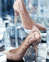 schuhe champagner farben großhandel-Freies Verschiffen Aufwändiges Metallmit filigran geschmückter Blattdekor Frauen pumpt Mehrfarbenelegent-Stilett-Absatzbrauthochzeits-Sommer-Schuhe Champagne 03