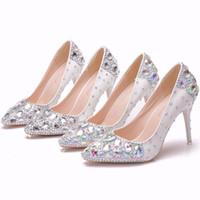 acc6c92aae6 Crystal Queen Mujeres Bombea plata y multicolor Zapatos de boda de cristal  Punta estrecha Tacones altos Zapatos de Cenicienta Rhinestone 9 CM Zapatos  de ...