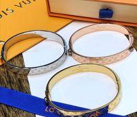 melhores bolsas de grife venda por atacado-Marca pulseira de ouro pulseira para as mulheres melhor qualidade designer de aço inoxidável pulseiras de prata com saco de marca