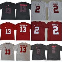 ordena fútbol gratis al por mayor-Alabama Crimson # 13 Tua Tagovailoa # 2 Jalen Hurts Rojo Blanco Negro Nombre Número cosido Camisetas de fútbol americano universitario Puede mezclar orden Envío gratis