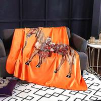 ropa de cama cuna acolchada al por mayor-Royal Fancy Horse Diseñador de la marca Manta de terciopelo Patrón creativo Conjuntos de ropa de cama Sofá Throw Fleece Mantas Hogar de lujo Interiores de bodas