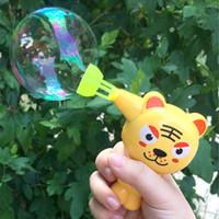 ingrosso pistola animale-Acqua animale Bubble Gun Modello Bubble Blower Machine Toy Kids Soap Cartoon Pistola ad acqua Regalo per bambini Bambini Pistola manuale AIJILE
