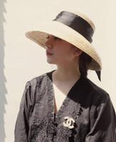 ingrosso visiere di paglia delle signore-Cappello di paglia a forma di campana di paglia signore estate francese elegante retrò cappello a forma di campana visiera cappello da sole vento