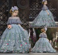 lindos vestidos de fiesta al por mayor-2019 Lindo vestido de bola de tul Vestidos de niña de flores Apliques de encaje Cuello alto Diamantes de imitación Niños Concurso Longitud del piso Fiesta de cumpleaños de la niña