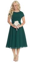 ingrosso vestiti corti di verde oliva-2019 New Chiffon Dark Forest Green Abiti da damigella d'onore modesti corti con maniche corte Lunghezza al ginocchio A-line Summer Modest Maids of Honor Dress