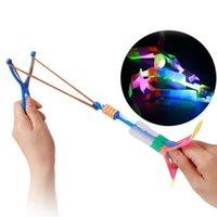 céu voando venda por atacado-3 Pcs Engraçado Lunático Estilingue Flecha Voando LED Light Up Piscando Libélula Brilho para Kids Party Brinquedos Presente Para Iluminar O Céu