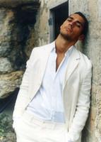 esmoquin de lino de los hombres al por mayor-Los últimos diseños de pantalón de abrigo marfil / blanco de lino traje casual para hombres Summer Beach Tuxedo Simple a medida 2 unidades chaqueta para hombre trajes
