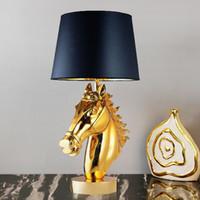 lampe de table moderne en résine achat en gros de-Lampe de tête de cheval en résine moderne simple nordique salon créatif lampe de table décoration de table lampe de cheval