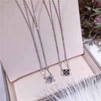 collier incrusté achat en gros de-S925 Argent Sterling Micro Place Diamond-incrustée trèfle à quatre feuilles Collier coréenne étudiants Simple Joker Collier Carré double face