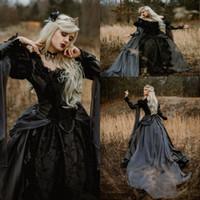 vestidos de novia medievales negros al por mayor-2020 New Forest Garden Vestidos de novia negros Una línea de cuentas de manga larga Vampiros victorianos Vestidos de novia góticos medievales Tallas grandes