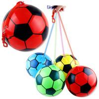bolos deportes dibujos animados al por mayor-Nuevos niños juguetes inflables niños práctica de fútbol engrosamiento cadena de fútbol precio de fábrica al por mayor exterior venta caliente