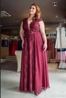 rotes spitzenkleid für fette frau großhandel-Plus Size Abendkleider Rotwein Spitze Vestidos De Fiesta Hohle Abschlussball-Kleider für fette Frauen 2019