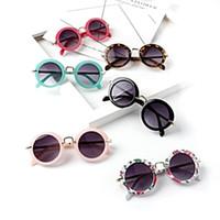 óculos de quadro redondo para crianças venda por atacado-Crianças Armação Rodada Óculos De Sol Ao Ar Livre Bonito Crianças Travrel Armação de Metal Óculos de Sol Retro Flor Impressão Óculos de Sol TTA1118