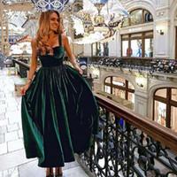mulher de veludo verde venda por atacado-Vintage Tea Length Cocktail Vestido Elegante 2020 Querida Dark Green Velvet Mulheres formal do partido de curto Vestidos linha de vestidos
