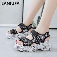 yürüyüş sandaletleri toptan satış-Yeni kadın Sandalet ayakkabı kadın Platformları Takozlar yüksek topuklu kaymaz Rahat Gladyatör yürüyüş Sandalet ayakkabı Çevirme 180