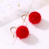 ohrring haken rot großhandel-Weihnachtsgeschenk Red Plüsch Ball Ohrringe Fisch Ohr Haken Silber Kronleuchter Frauen Modeschmuck Legierung Ohrringe
