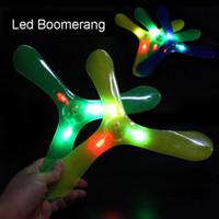 enfants boomerangs en plastique achat en gros de-Led Boomerang sports de plein air amusants en plastique lumières LED lumineuses Boomerang Outdoor Park spécial volant jouets Flying Disk soucoupe enfants jouets