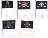 mini banners al por mayor-banderas bandera pirata de los niños señal con la mano cosplay apoyos favorables pirata del cráneo de impresión de decoración bar en casa de Halloween minicabecera pirata
