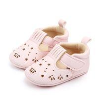 suela de goma de zapatos para caminar de bebé al por mayor-Baby Girl Leisure Pure PU Hollow Princess Style Magic Sticker Transpirable Suela de goma suave antideslizante zapatos para caminar