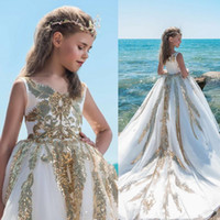 vestido de oro blanco chicas desfile al por mayor-Lentejuelas brillantes Apliques Vestidos para niñas Vestidos blancos y dorados de tren largo para niñas de flores para la boda Vestido de fiesta de cumpleaños para bebés
