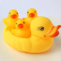 kinder ente schwimmt großhandel-Baby Badewasser Spielzeug Schwimm Gelbe Gummienten Kinderspielzeug Nette Schwimmen Ente Spielzeug Dusche Strand Spielen Set LJJK1738