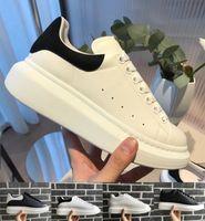 обувь оптовых-Роскошные Дешевые Дизайнер Мужчины Женщины Кроссовки Повседневная Обувь Высокое Качество Натуральная Кожа Кроссовки Кожи Скейтбординг Обувь Бархат Кроссовки 36-45