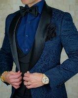 corbata de raso azul al por mayor-Los hombres se adapta al modelo Azul marino Negro y el novio de los smokinges del mantón de la solapa de los padrinos de boda mejor hombre satinado (chaqueta + pantalones + chaleco + Tie) C773
