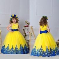 vestido de niña de flores de lazo amarillo al por mayor-2019 Chicas amarillas Vestidos de desfile Vestidos Apliques Sash Bow Vestido de bola Vestidos de niña de flores Hasta el suelo Niñas Cumpleaños Princesa Dresse