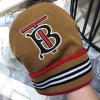 ağzı kesilmiş bezelye toptan satış-Moda Kadın Erkek Mektupları ile Cimri Brim Hat Caps Sonbahar Kış Şapka Beanie Isınma 2 Renkler Yüksek Kalite Toptan