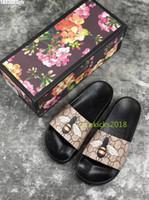 кожаные сандалии оптовых-Дешевые Роскошные Дизайнерские Мужские Женские Летние Сандалии Beach Slide Роскошные Тапочки Дамы Дизайнерская Обувь Печати Кожа Цветы Пчела 36-46 С Коробкой