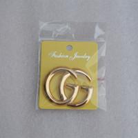 eşarp için moda broşları toptan satış-Unisex En kaliteli Moda Harfler Broş Pins Altın Kaplama Eşarp Erkekler Kadınlar için Suit Pins Broşlar Parti Düğün için Sıcak Hediye Lover