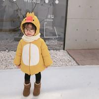 bebek kız ördek karikatür toptan satış-2018 Kış Yeni Varış Kore Versiyonu pamuk nokta desen karikatür ördek kapşonlu kalınlaşmış ve sıcak coat sevimli tatlı bebek kızlar için