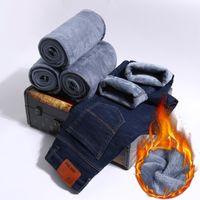 ingrosso jeans caldi neri-New Winter addensare Warm Plus Velvet Uomo classico Business Casual Slim Jeans Uomo nero blu dritto Pantaloni di jeans Plus Size 40