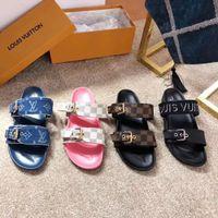 zapatillas de cuero de moda para hombre al por mayor-Los nuevos diseñadores de moda diseñan zapatillas de mujer y hombre Zapatillas de mujer de piel alta Estilo europeo y americano con la venta caliente del embalaje 58