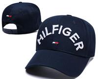 хип-хоп роскошные шляпы оптовых-2019 Дизайнерские головные уборы с английской буквой Вышивка Бейсболка на открытом воздухе весной и летом Солнечная кепка Спорт Хип-хоп Роскошные кепки Для мужчин, женщин