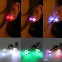 ingrosso orecchini lampeggianti-Flash Orecchini Forcine Strobe LED orecchino di luci stroboscopiche a LED luminoso Orecchini partito Magneti orecchino di modo Lights
