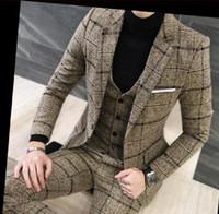 mens gelinlik lacivert toptan satış-3 Parça Erkek Takım Elbise İngiliz Ceket Pantolon Tasarımları 2019 Lacivert Blazer Gelinlik Suit Sonbahar Kış Kalın Slim Fit Smokin Ekose Damat Smokin